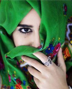 image Beautiful Hijab Girl, Beautiful Girl Photo, Beautiful Asian Girls, Hijabi Girl, Girl Hijab, Stylish Girls Photos, Stylish Girl Pic, Cute Girl Photo, Girl Photo Poses