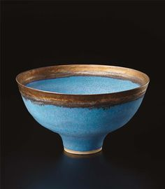 LUCIE RIE Footed bowl,ca. 1980