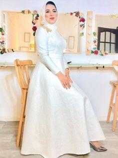 Modest Fashion Hijab, Skirt Fashion, Fashion Dresses, Muslim Wedding Dresses, Colored Wedding Dresses, Hijab Prom Dress, Fashion Illustration Dresses, Moroccan Dress, Hijab Fashion Inspiration