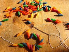 DE GULLE AARDE: gekleurde pasta kralen