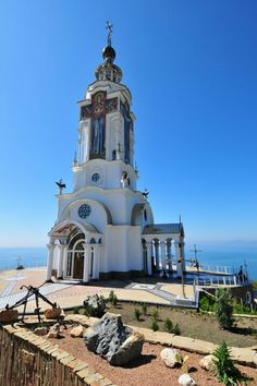 Lighthouse church on the shores of the Black Sea in Ukraine. Giving light to all ! Place Of Worship, Black Sea, Old Churches, Chapelle, Light House, Mosques, Beacon Of Light, Beautiful Buildings, Beautiful Places