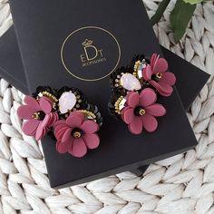 #brooches #brooch #handmadejewelry #handmade #jewelrydesign #jewelry #jewellery #jewellerydesign #jewels #design #style #accessories #edtaccessories #details #outfits #fashionblogger #fashionista #fashion #stone #swarovskicrystals #swarovski #sparkle #sweet #beads #elegant #flowers #spring #summer