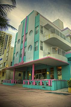 The Art Deco architecture made Miami a national treasure. These old hotels are from a time before it became South Beach and massive structures were built that block downtown and Miami Beach. Miami Art Deco, Miami Beach, Miami Florida, South Florida, Estilo Art Deco, Art Nouveau, Futuristic Architecture, Architecture Design, Design Industrial