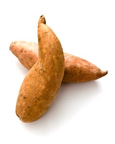 Tips on Growing Sweet Potatoes THIS PIN TELLS ABOUT HOW THE VINES GROW