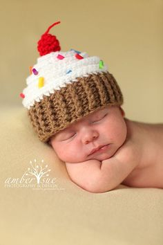 Newborn Baby Crochet Cupcake Hat. My friend Tammy would love this. She's a crocheting whiz.