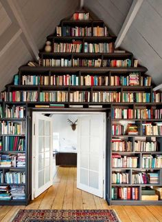 hakmeetstak:    Prominent place    LOVE this idea for a wall library!