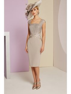 Veni Infantino 991401 Taupe & Ivory Mother's Outfit – Sale price Veni Infantino 991401 Mother of the Bride Outfit – Colour Taupe & Ivory – Price Buy online today with next day delivery – money-back guarantee. Mother Of Bride Outfits, Mother Of Groom Dresses, Mothers Dresses, Mother Of The Bride Hats, Bride Dresses, Floaty Dress, Crepe Dress, Elegant Dresses, Beautiful Dresses