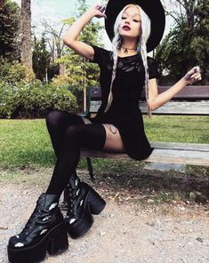 33 Alternative Looks for this Halloween Witchy style look by deathcandy Gothic Outfits, Edgy Outfits, Cute Outfits, Fashion Outfits, Fashion Tips, Grunge Outfits, Estilo Rock, Dark Fashion, Gothic Fashion