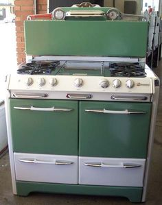 Kitchen Design Vintage Retro Appliances Ideas For 2019 Kitchen Buffet, Kitchen Stove, Old Kitchen, Kitchen Decor, Green Kitchen, Updated Kitchen, Kitchen Ideas, Kitchen Cabinets, Vintage Kitchen Appliances