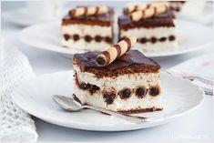 Ciasto z rurkami bez pieczenia, czyli doskonały deser na lato. Ciasto jest lekkie, kremowe z dodatkiem pysznych rurek o smaku kakaowym.