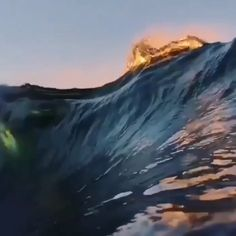 These are some awesome waves 🔥 Ocean Gif, Ocean Video, No Wave, Waves Photography, Nature Photography, Photography Aesthetic, Scenic Photography, Night Photography, Landscape Photography