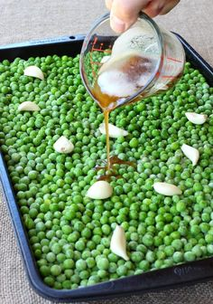 This Is The Absolute Best Way To Cooke Frozen Peas! No more boring side dishes when you make these Brown Butter and Garlic Roasted Peas. The whole family will love these tasty oven roasted peas! Pea Recipes, Side Dish Recipes, Veggie Recipes, Vegetarian Recipes, Healthy Recipes, Lima Bean Recipes, Roasted Vegetable Recipes, Veggie Side Dishes, Vegetable Dishes