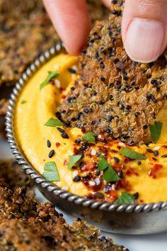 Quinoa cumin crackers with carrot hummus - Craquelins au quinoa et au cumin (option sans gluten)