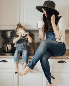 mom and daughter Mother Daughter Photos, Mom Daughter, Mommy And Me Photo Shoot, Mommy And Me Outfits, Shooting Photo, Cute Family, Best Friends Forever, Insta Photo, Mom And Baby