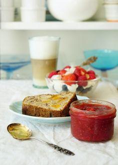 Hedelmä-pähkinäleipä resepti, recipe for fruit and nut bread Strawberry Chia Jam, Fruit Bread, Delicious Fruit, Panna Cotta, Brunch, Lifestyle, Breakfast, Ethnic Recipes, Sauces
