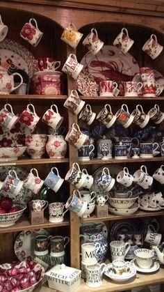Emma Bridgewater dresser Emma Bridgewater Pottery, Cosy Kitchen, Welsh Dresser, Christmas Dishes, Brewing Tea, My Cup Of Tea, Shabby Chic Style, Tea Pots, British Designers