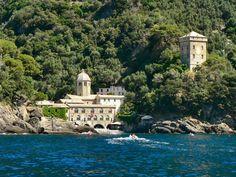 l'Abbaye de San Fruttuoso de Capodimonte Italie (Entre Camogli et Portofino, sur la côte Ligure, accessible uniquement par bateau)