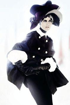 Stella Mario Testino, Stella Tennant, Georgia May Jagger, Gold Outfit, Scottish Fashion, British Fashion Awards, Sixties Fashion, Vogue Fashion, Vogue Uk