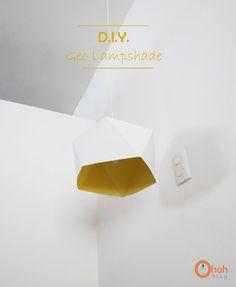 La lámpara geo lampshade es un proyecto DIY perfecto para todos los que nos gustan las manualidades sencillas, pero que den, como resultado, objetos originales y atrevidos. Para su ejecución sólo es necesario algo de cartón (0,5 mm), pintura acrílica, una bombilla de bajo consumo y seguir las …