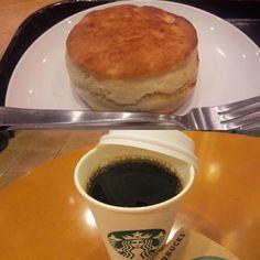 Pinを追加しました!/おはようございます 今朝の東京は晴れ~ 今日も暑くなる様ですね~ 今日も張り切って行きましょうね では、素敵な日曜日を スターバックスコーヒー バターミルクビスケット &アメリカン  #スターバックス