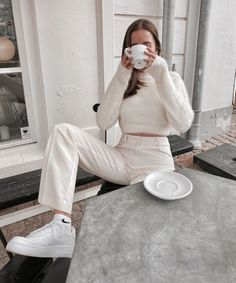 Image about girl in MODA🌹 by Arabic Fantasy on We Heart It Mode Outfits, Trendy Outfits, Fashion Outfits, Fashion Tips, Fashion 2020, Look Fashion, Fashion Women, College Fashion, Grunge Fashion