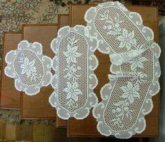 1) conjunto de tapetes.