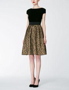 DEODARA black: Velvet dress, Max Mara — 739€