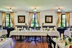 Wedding Locations, Wedding Table, Table Settings, Restaurant, Table Decorations, Inspiration, Furniture, Home Decor, Biblical Inspiration