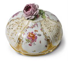 Königliche Porzellanmanufaktur Berlin, KPM Berlin, ca. 1775.A KPM porcelain cloche from the 1st Potsdam service., Auction 1030 The Berlin Sale, Lot 39