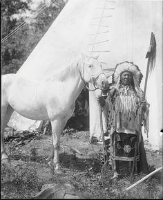 Много Подвигов. Коллекция Richard Throssel. Дата: 1902-1933. Университет Вайоминга. American Heritage Center.