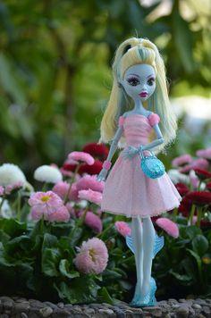 Monster High Lagoona Blue dress! beautiful on lagoona she looks so elegant and pretty!