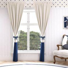 A Cortina Petit Xadrez está disponível em três tamanhos. A cortina para quarto de bebê de 1,80m é ideal para ambientes com grandes janelas ou varandas, auxiliando no controle da luz e deixando o quarto mais propício para o soninho do seu pequeno!