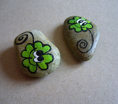 Painted Rock Ideas - Do you need rock painting ideas for spreading rocks around your neighborhood or the Kindness Rocks Project? Here's some inspiration with my best tips! Pebble Painting, Pebble Art, Stone Painting, Stone Crafts, Rock Crafts, Rock Flowers, Rock And Pebbles, Leaf Crafts, Rock Painting Designs