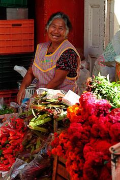 Oaxaca, Mexico.  She is so beautiful!!!// Mercados que nunca se pierden...