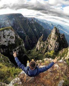Canion do Funil, Bom Jardim da Serra - Santa Catarina. . . . . . 📌 Marque alguém que gostaria de presenciar esse momento 📌 . Fot Nature Artwork, South America Travel, Poses, Gopro, Brazil, Travel Inspiration, Places To Go, Travel Photography, Beautiful Places