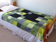 Minecraft Creeper Blanket knit pattern. Could be done with fleece or even crochet.