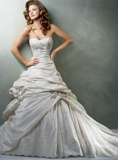Gorgeous A-Line /Princess Strapless Floor-Length Chapel Train Beading Taffeta Wedding Dresses