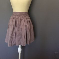 Banana Republic Skirt Taupe Banana Republic Skirt great for relaxing or work. Hits right around the knee. Light and breathable. Elastic smocked waist makes it fit a variety of bodies comfortably. Size xs and 100% Cotten Banana Republic Skirts Midi