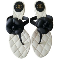 Pre-owned Flip flops Chanel Sandals Tg 41 ($175) ❤ liked on Polyvore featuring shoes, sandals, flip flops, white, chanel footwear, chanel, chanel shoes and pre owned shoes