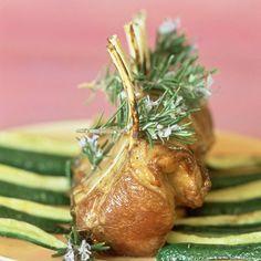 Découvrez la recette carré d'agneau au romarin sur cuisineactuelle.fr.