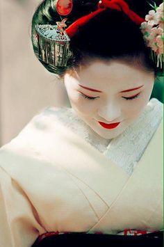 Geisha / Maiko (Kyoto, Japan) by marcusuke Geisha Japan, Geisha Art, Japanese Geisha, Japanese Beauty, Japanese Art, Asian Beauty, Kyoto Japan, Geisha Drawing, Design Oriental