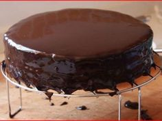 Best Ideas for chocolate fondue microwave Chocolate Pudding Desserts, Chocolate Cake Frosting, Best Chocolate Cake, Chocolate Cheesecake, Vegan Chocolate, Chocolate Desserts, Chocolate Chip Cookies, Chocolate Fondue, Tupperware