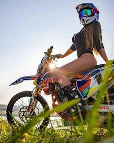 Best Motocross and Dirt Bike. Dirt Bike Girl, Lady Biker, Biker Girl, Vespa, Motard Sexy, Motocross Girls, Bike Photoshoot, Motorbike Girl, Ural Motorcycle