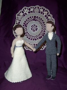 Crochet amigurumi - The Bride and Groom - what a unique and wonderful cake toppers. Amigurumi Doll, Amigurumi Patterns, Crochet Patterns, Crochet Cake, Knit Crochet, Crochet Doll Clothes, Crochet Dolls, Wedding Doll, Crochet Wedding