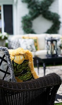 Our Charleston Seating embodies the rich history and beguiling charm of this celebrated coastal destination. It's warm and welcoming, yet unyielding against the elements.