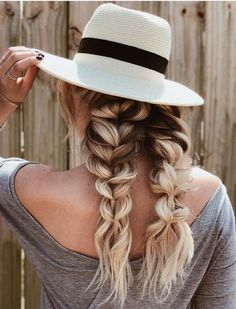 36 Modern Braids Looks with Hats for 2018. Are you looking for modern fashion trends of hair-styling ideas to opt for these days? There are so many ways that you may use to flaunt for chic look but the stunning looks of braids with beautiful hats is really amazing for fashionable ladies in 2018. We have rounded up these amazing trends for women to show off in 2018.
