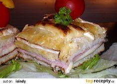 Na plech na pečicí papír položíme 2 toastové chleby, lehce pokapeme olivovým olejem a dám... Cheese Toast, Baked Cheese, Sandwiches, Tasty, Baking, Recipes, Food, Fitness, Cooking