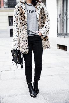 Blogger Style | Sara Escudero (Collage Vintage): leopard print faux fur coat x printed sweatshirt x black skinny jeans x ankle boots x philipp lim pashli bag  #falloutfit #fallstyle #fauxfur #leopardprint