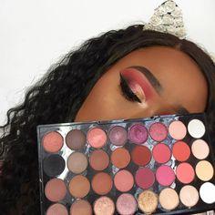 "12.4 mil Me gusta, 91 comentarios - Makeup Revolution (@makeuprevolution) en Instagram: ""Get the look! @makeupbytammi has created this beautiful cut crease look using our NEW Flawless 4…"""