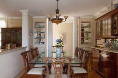 Decoração de: Sala de jantar; colunas brancas; Casa de Valentina
